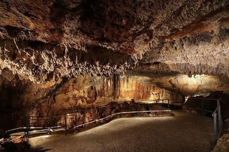 Grotte-des-Carbonnieres